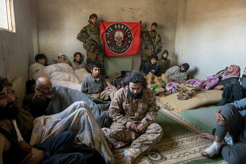 Dutzende IS-Kämpfer kapitulieren vor der syrischenArmee