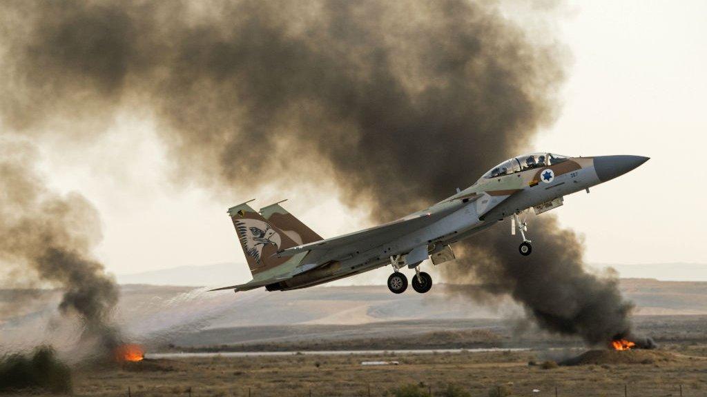 Israel bombardiert iranische Militärbasis in Syrien und verursachtErdbeben