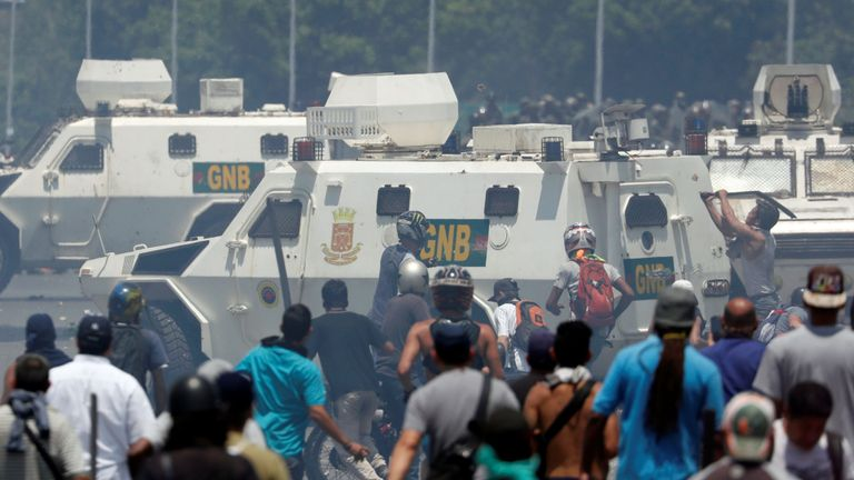 skynews-venezuela-la-carlota_4655099